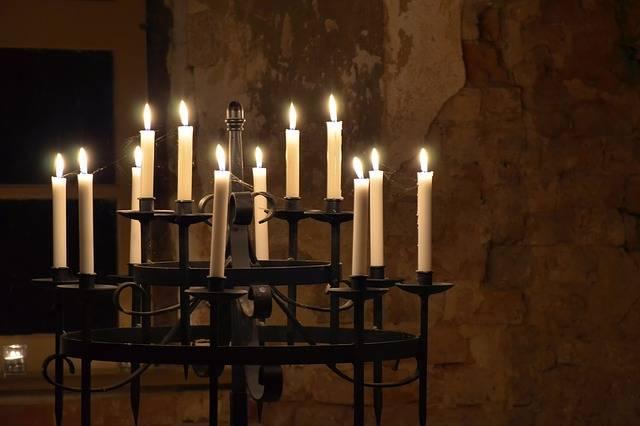 На 21 май църквата почита Светите равноапостоли Константин и Елена.