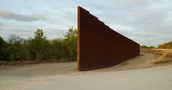 Пентагонът заяви, че отменя строителството на части от граничната стена