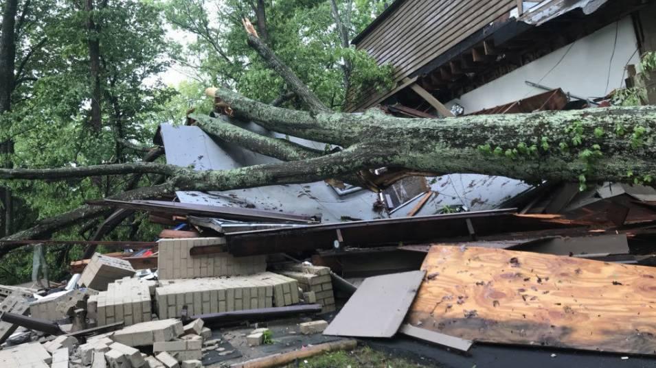 Тропическата буря Никълъс се засили до ураган от първа степен