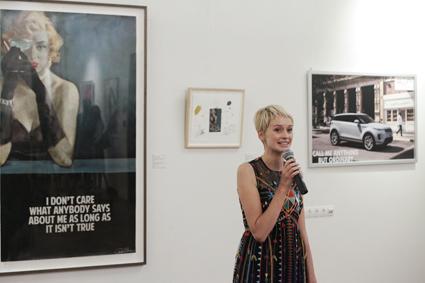 """Сред изискана обстановка на """"Оборище 5"""" Деница Гергова представи картини на световноизвестните британски художници."""