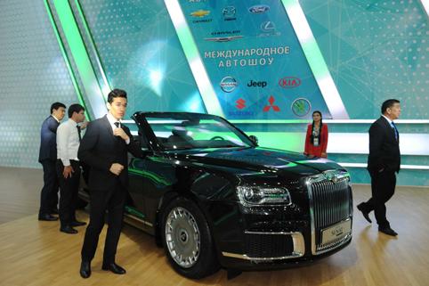 "На автомобилното изложение ""Туркмен Сахра 2019"" бяха представени нови леки и тежкотоварни автомобили и специална техника, иновативни разработки на автомобилната индустрия."
