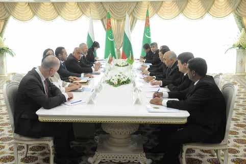"""""""Ползотворният диалог е в интерес на стабилността на двустранните ни отношения"""", заяви премиерът Бойко Борисов по време на разширената среща между официалните делегации на двете страни."""