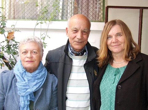 Георги Калайджиев с двете жени, без които не може: спътницата му Мария, с която създават школата, и цигуларката Радка Кусева, която я ръководи.