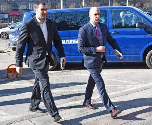 Наблюдаващият спецпрокурор Ангел Кънев и шефът на Специлизираната прокуратура си тръгнаха от сградата на Комисията по хазарта без коментар.<br />Снимка: Булфото