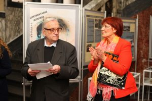 Поетът Георги Константинов и директорката на Столична библиотека Юлия Цинзова откриха изложбата. Снимка: Денислав Стойчев
