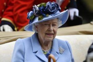 Британската кралица Елизабет Втора е отрупана със стотици писма в