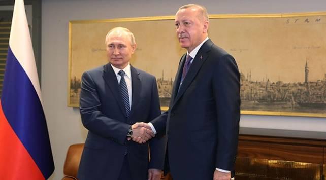 Президентът на Русия Владимир Путин разговаря тази вечер по телефона
