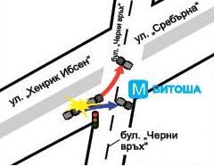 """Автомобилът на Милен Цветков """"Субару Форестър"""" е спрял на червен светофар на кръстовището на ул. """"Хенрик Ибсен"""" и бул. """"Черни връх"""". В него се врязва джип """"Ауди Q7"""", който е с двойно по-голямо тегло и се движи с 80 км/ч. След удара автомобилът на Милен Цветков се завърта на 90 градуса и застава в средата на кръстовището, а джипът продължава напред и вдясно и се блъска в предпазната ограда на входа на метростанция """"Витоша""""."""