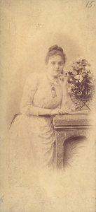 Султана Рачо Петрова, която Буров споменава, е българска общественичка и мемоаристка, съпруга на ген. Рачо Петров (началник на Щаба на армията, военен министър и министър-председател), а според светските клюки- любовница на цар Фердинанд.