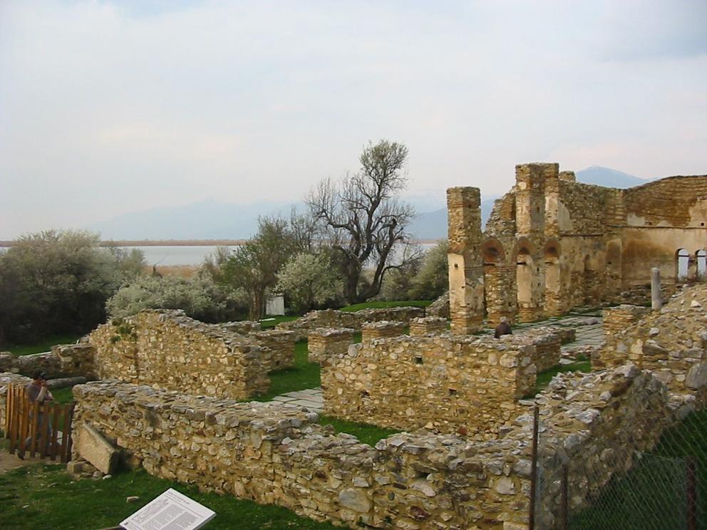 Църквата Св. Ахил на острова в Малкото Преспанско езеро.