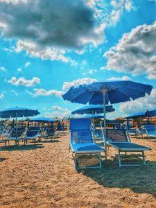 Чадърите и шезлонгите на плажа ще бъдат безплатни през това лято.