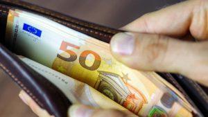 В Мароко останалите без работа и плащали осигуровки до февруари ще получат по 200 евро безвъзмездна помощ.