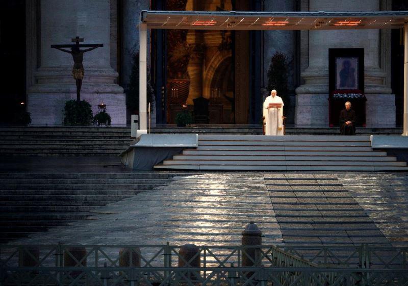 Ограничителните мерки за коронавируса, заради които бяха затворени за посетители Ватиканските музеи са нанесли сериозен финансов удар по Светия престол, съобщи Ройтерс.