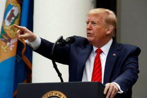 Президентът е подложен на все по-сериозни критики, докато смъртните случаи в САЩ надхвърлиха 80 000.