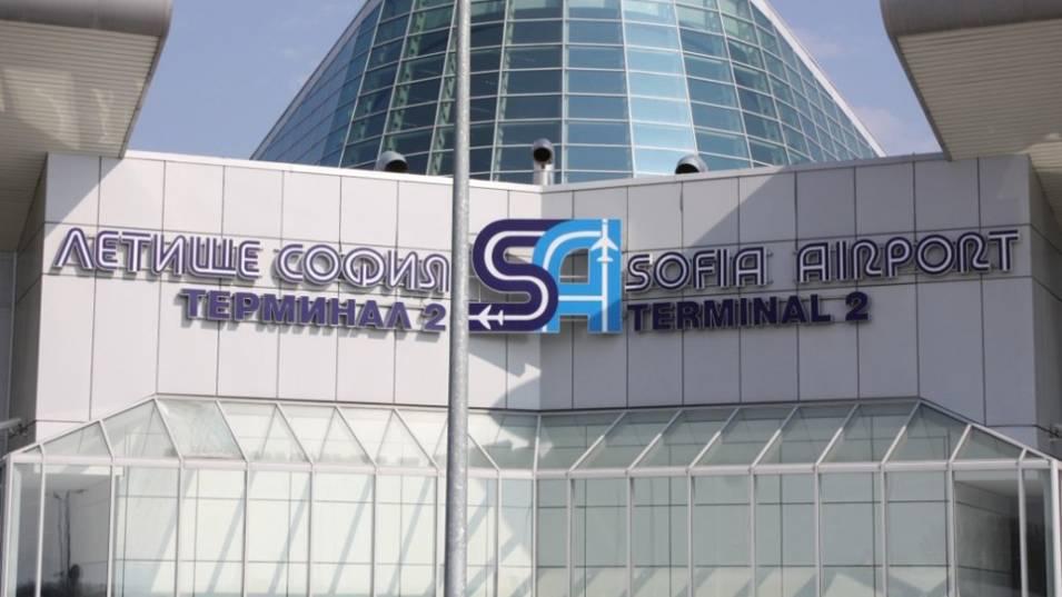 Самолет със 137 пътници се приземи аварийно на летище София