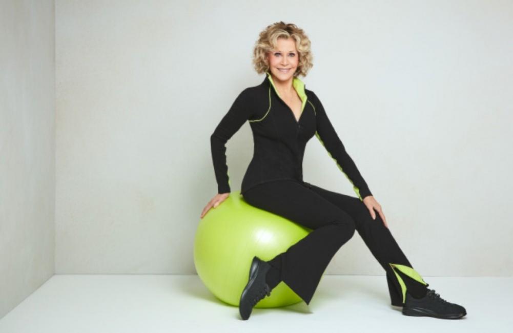 Преди 40 години Джейн Фонда направи фитнес революция. И въпреки че е на 82 години американската актриса поддържа тяло на манекен, а през миналата година пусна и своя линия облекло за фитнес.