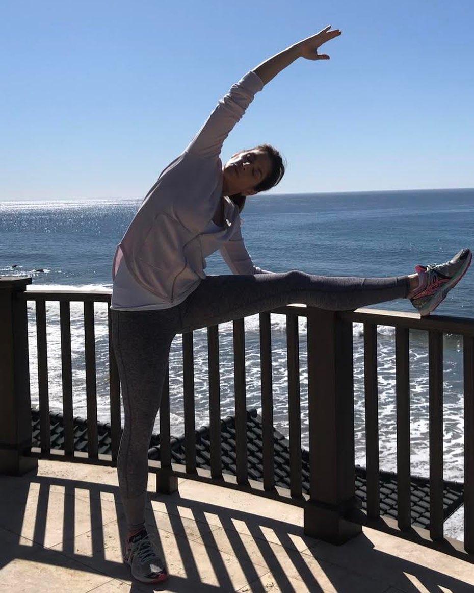 Синди продължава и днес да прави упражненията си, които бяха хит през 90-те години.
