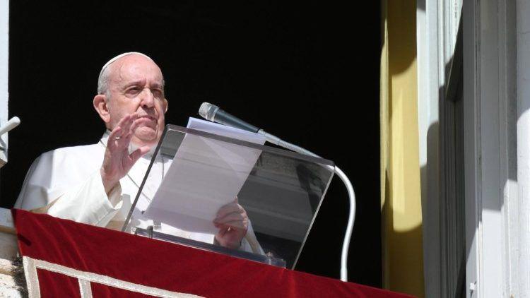Папа Франциск подкрепи отказа от --> за коронавирусна ваксина с