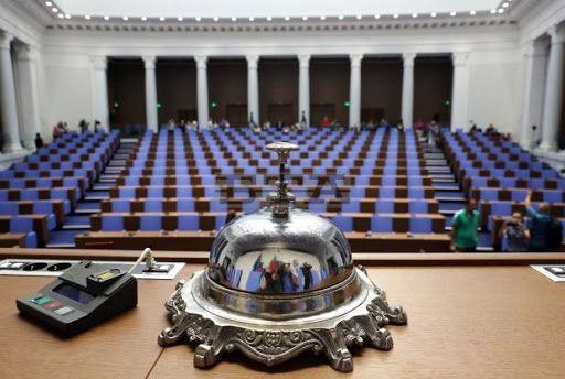 Парламентът не е информиран от службите за сигурност, че негов
