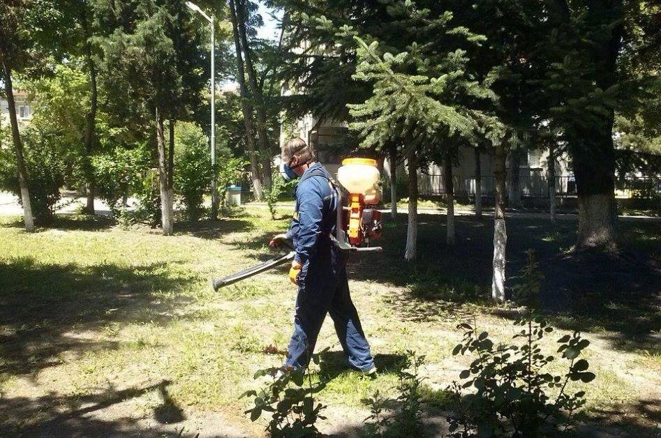 Столична община и РЗИ започнаха обработката на паркове, градини и