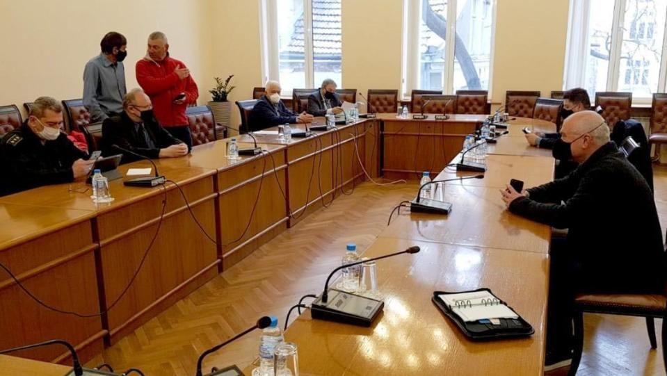 Експерти на среща в търсене на решения за спасителни акцииТърси