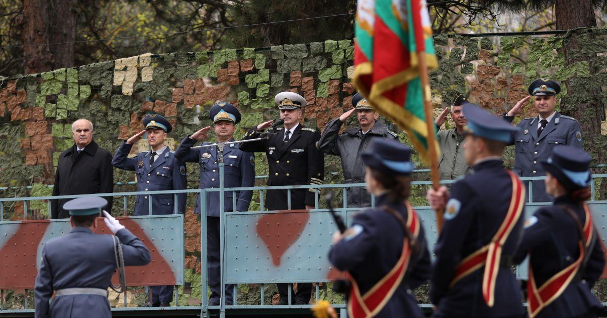 Началникът на отбраната адмирал Емил Ефтимов поздрави личния състав на