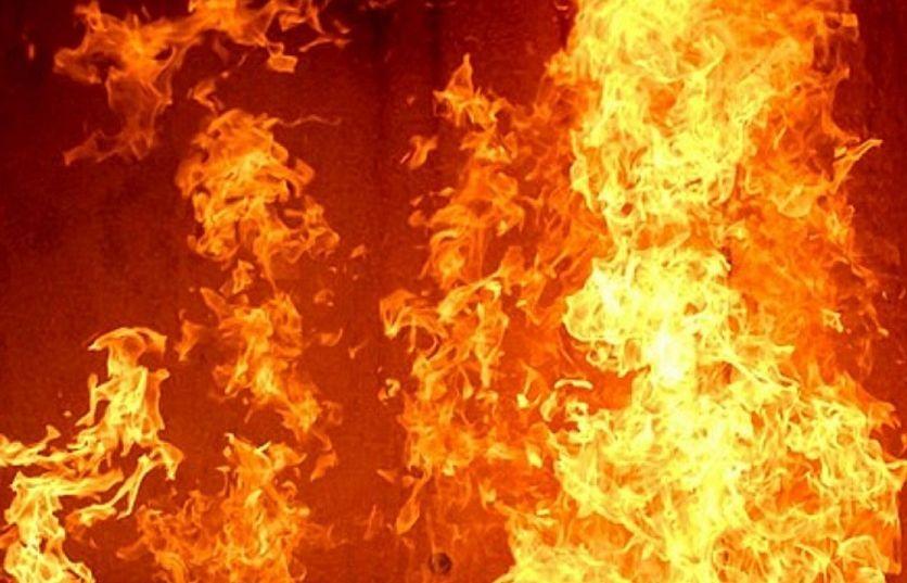 Пожар избухна в цех за боядисване на автомобили край Бургас,