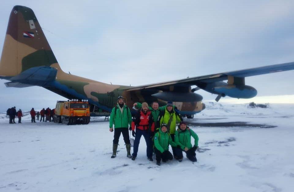 Спасителната акция за българите от експедицията в Антарктида продължава. Вчера