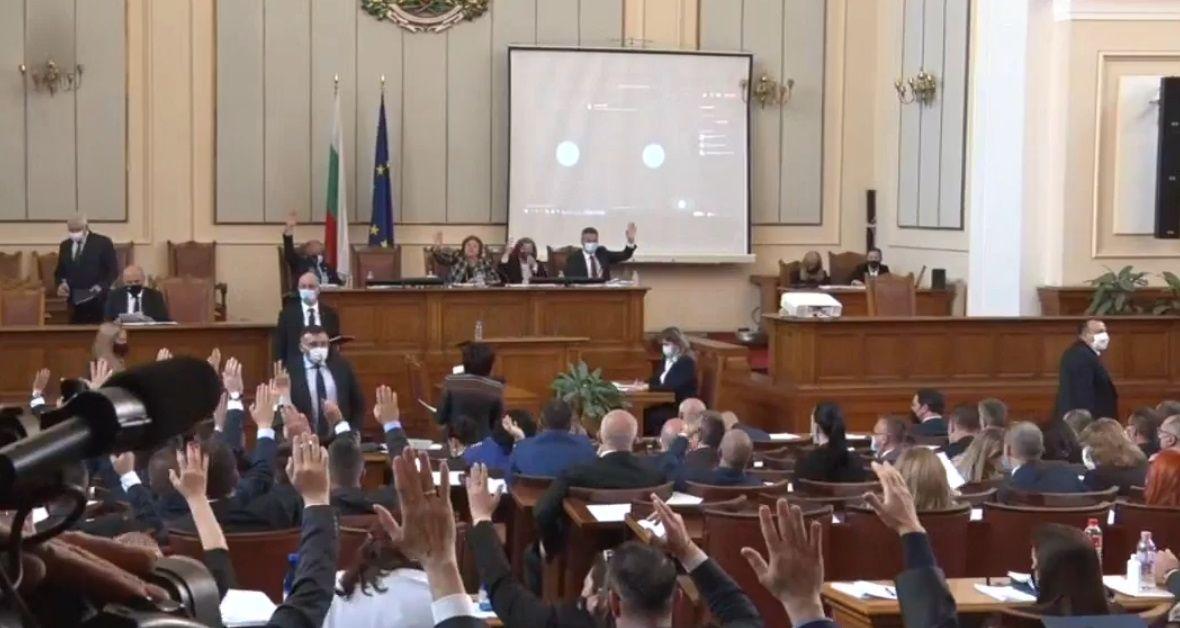 Народните представители решиха премиерът в оставка Бойко Борисов да се