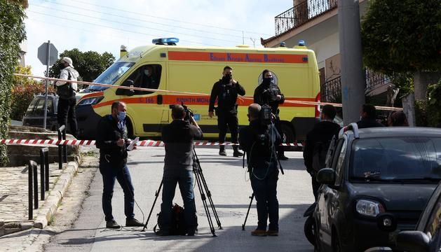 Продължава издирването на убийците на гръцкия журналист Йорго Караиваз, застрелян