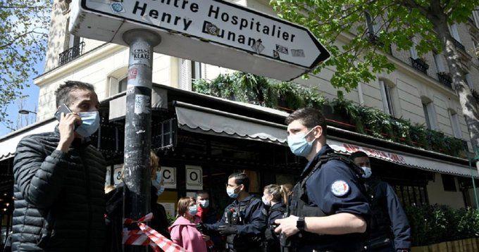 Двама души са ранени при стрелба пред болница в Париж,