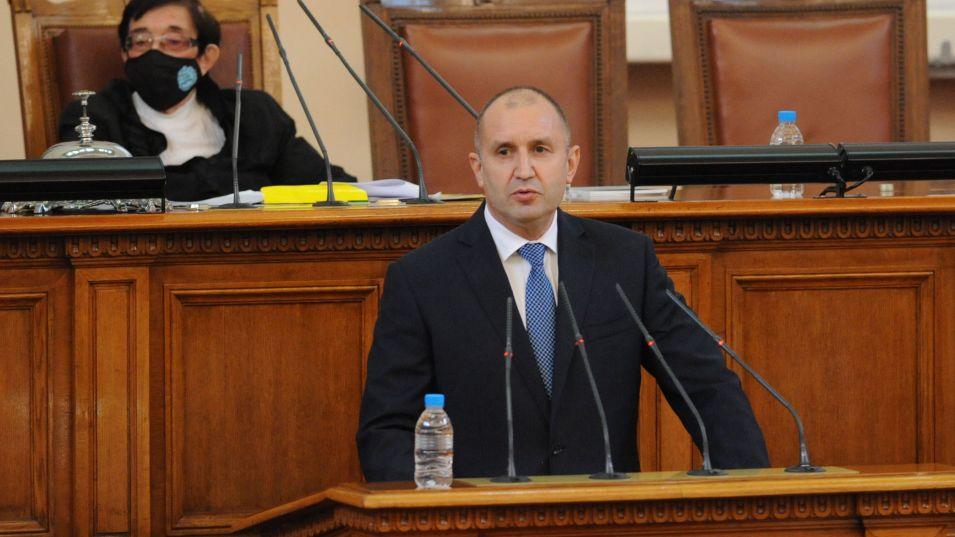 Президентът Румен Радев връчва последния проучвателен мандат за съставяне на