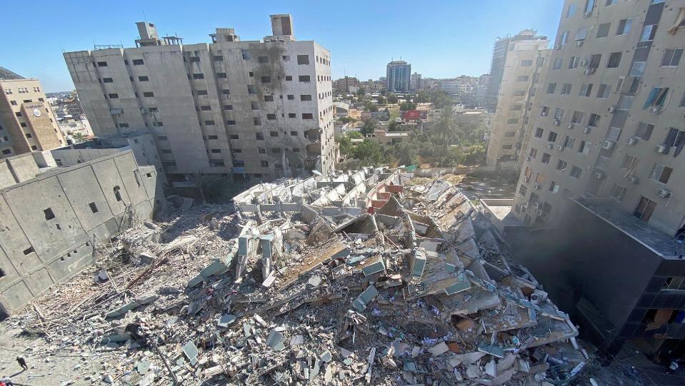 "Израелски ракети срутиха офисите на АП и ""Ал Джазира""Атакуван бе"