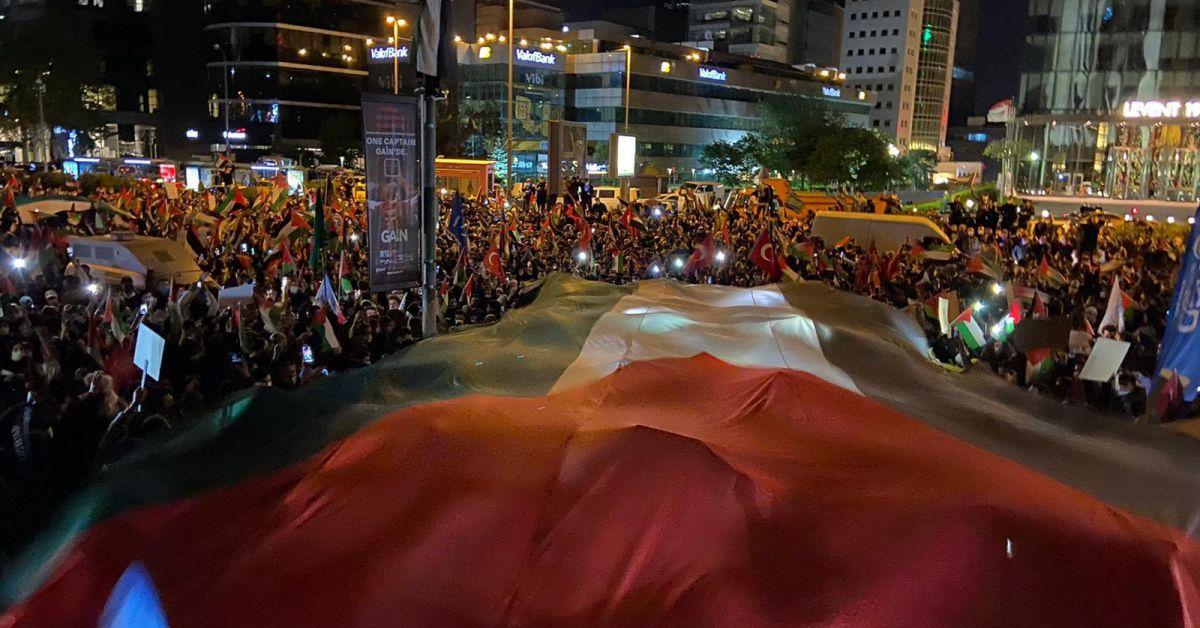 Хиляди хора се събраха пред израелското посолство в Анкара и