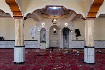 Най-малко 12 души са загинали при --> в джамия в