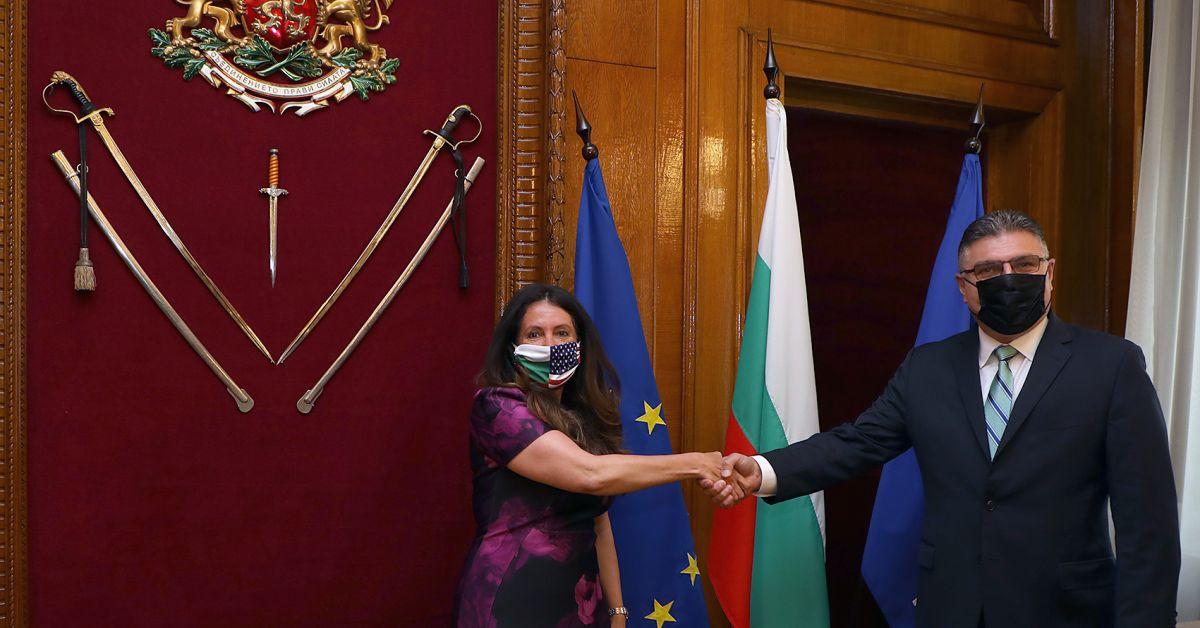 Министърът на отбраната Георги Панайотов се срещна с посланика на