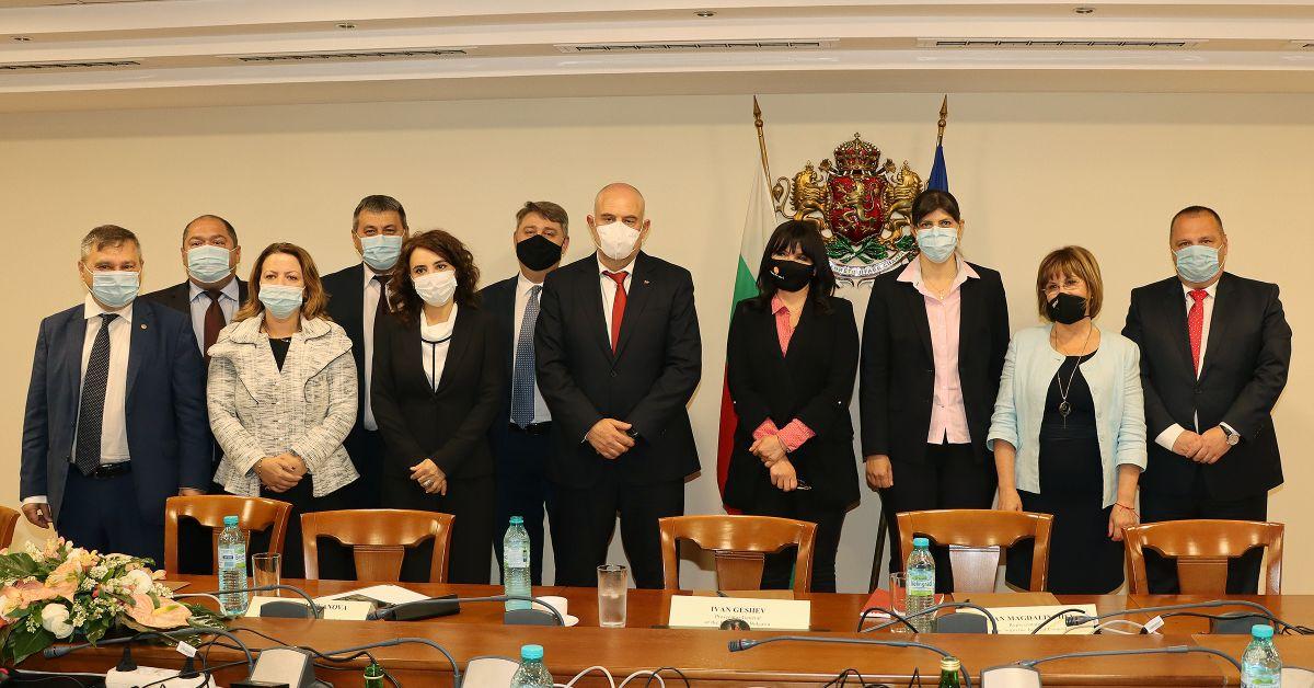 Прокурорската колегия на Висшия съдебен съвет и г-жа Лаура Кьовеши