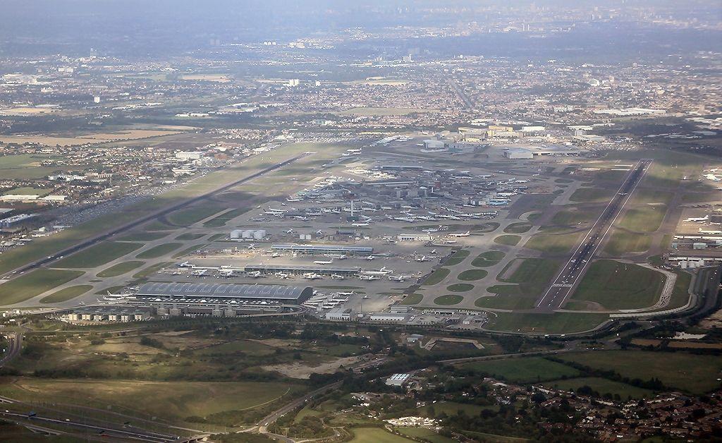 """Инцидент на лондонското летище """"Хийтроу"""". Самолет на """"Бритиш Еъруейс"""" се"""