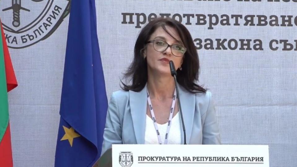 """Прокурорската колегия на ВСС гласува единодушно """"за""""Два файтона """"бойци"""" протестирахаПрокурорската"""