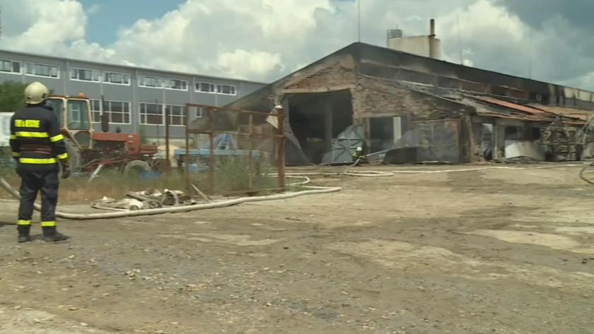 Пожар възникна в земеделска кооперация в град Бяла. Сградата се