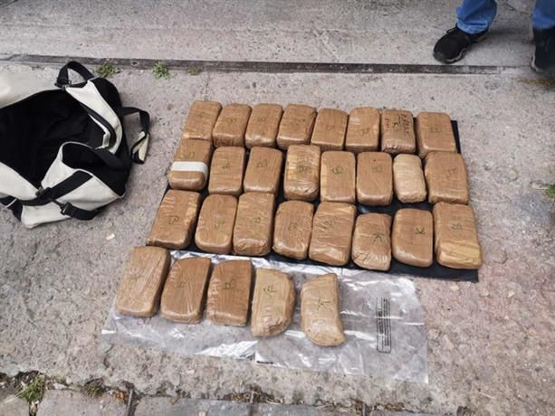 Наркотикът бил в 29 пакета в с. КонявоАрестувани са трима