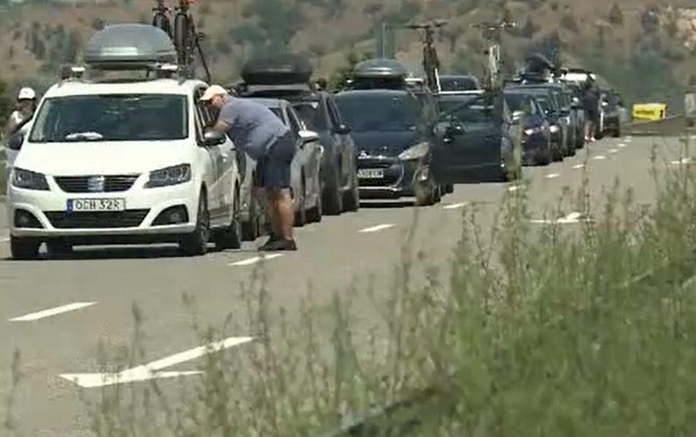 Дълги опашки на границата с Гърция - българите чакат по