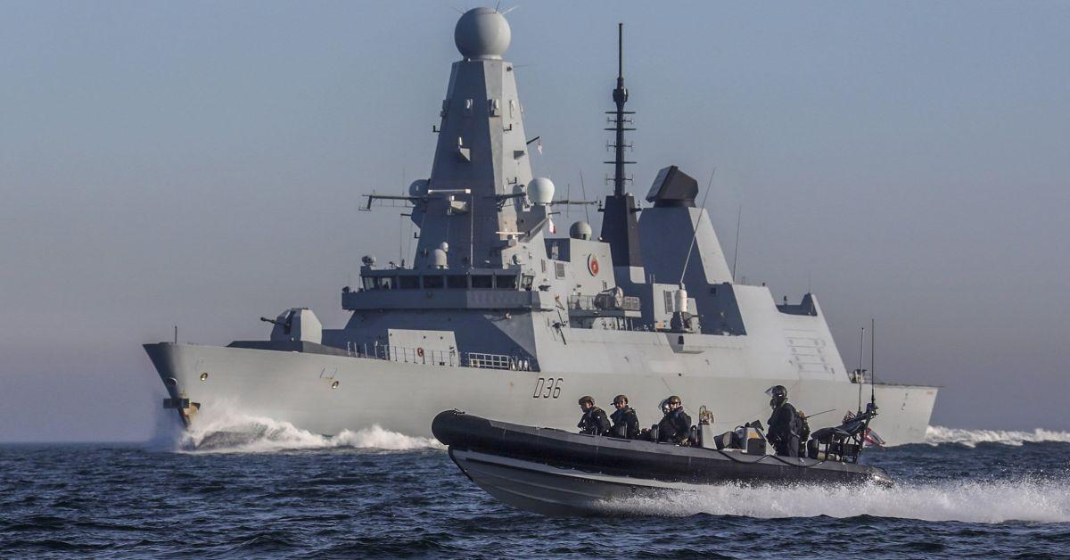 Руски изтребител и патрулен кораб откриха предупредителен огън срещу британския
