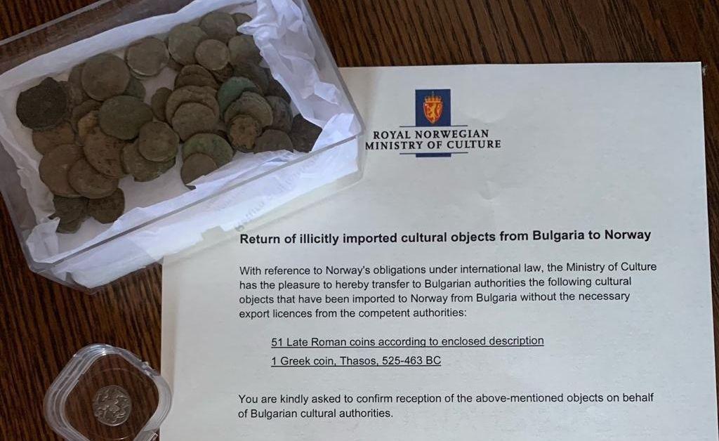 Министърът на културата на Норвегия Aбид Раджа предаде днес на