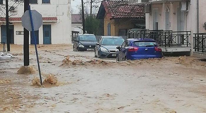 Части от Гърция бяха засегнати от силна буря събота вечерта,
