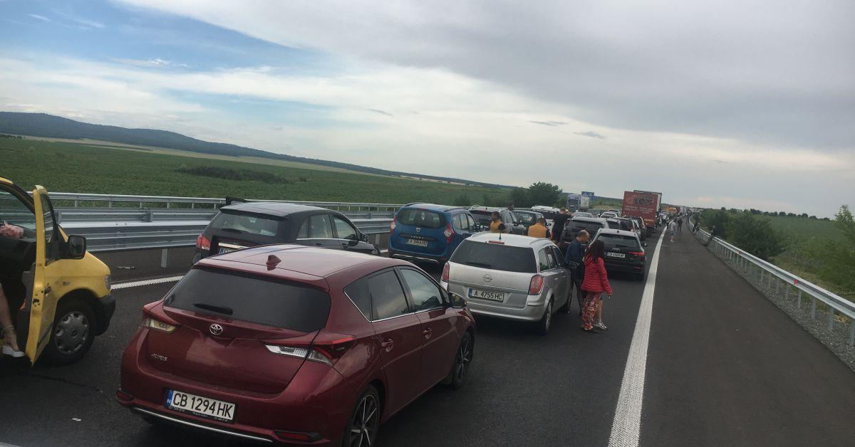 Тежка катастрофа блокира отсечка от магистрала