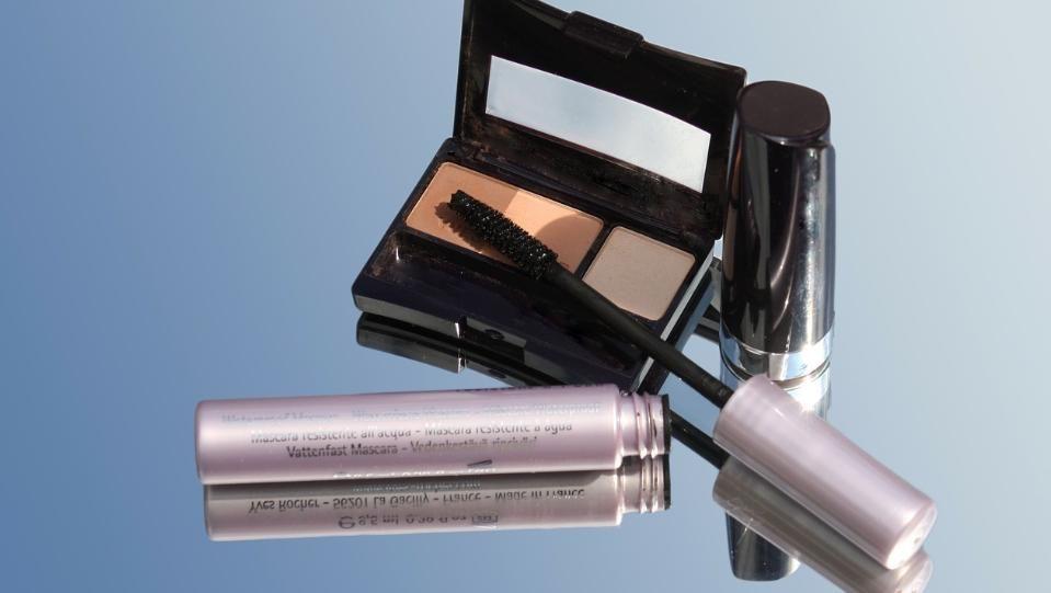 Повече от половината масово използвани козметични продукти като червила, спирали,