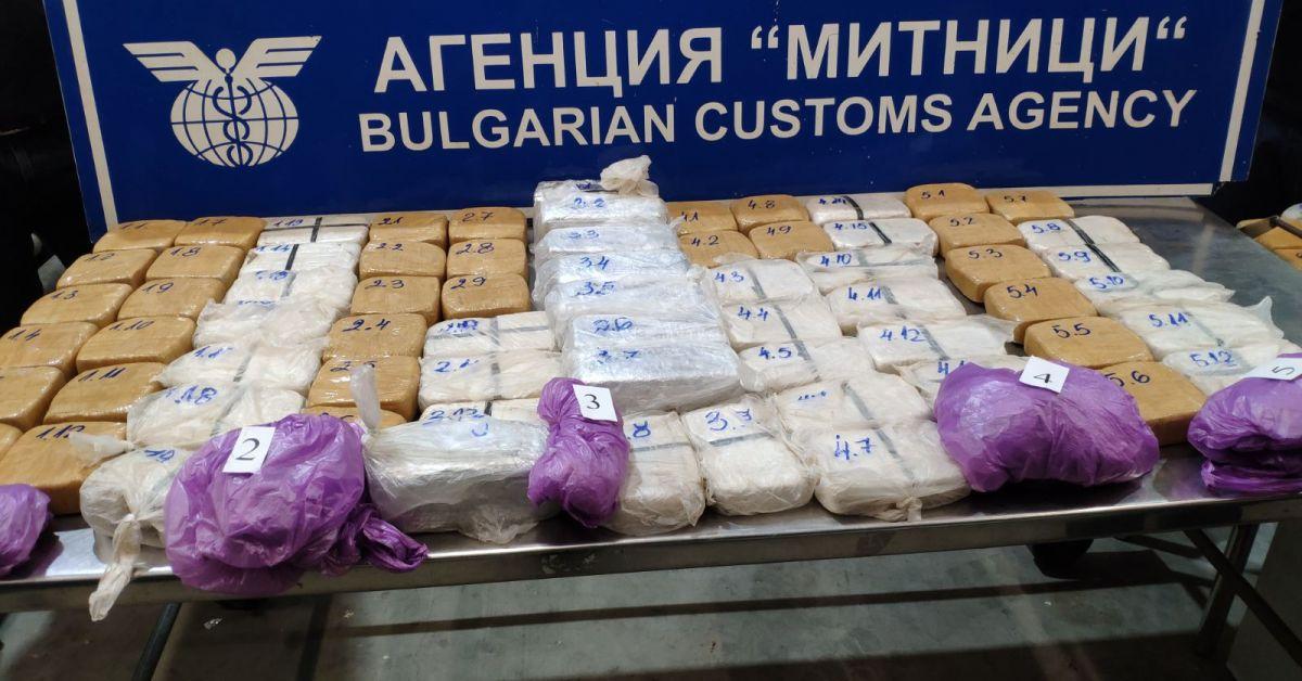 Митнически служители задържаха 46,848 кг хероин в товарен автомобил в