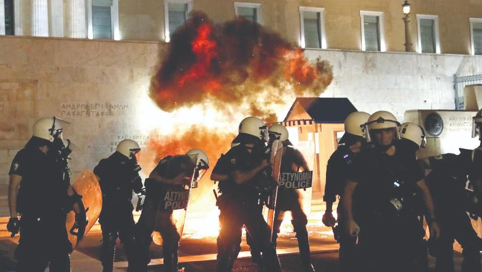 161 000 души демонстрираха във ФранцияГневни гърци поискаха оставката на