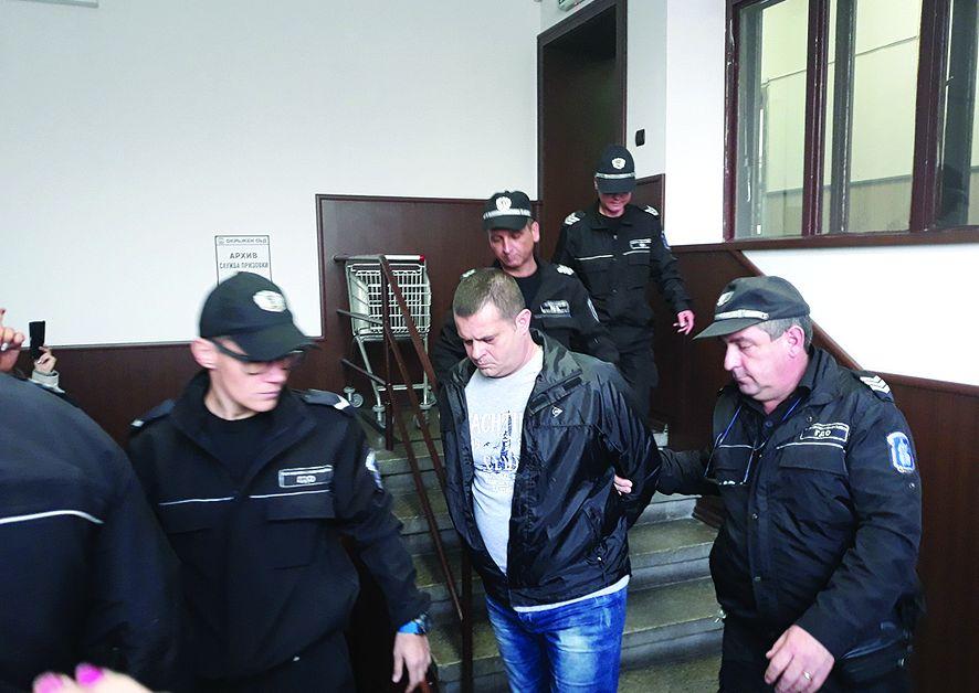 Окончателно: 18 години затвор за ревнивецЖена му гледала гаврата и